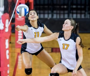 Seniors Cecelia Aragao (left) and Janelle Sykes (right) will look to get VCU volleyball back to their winning ways.