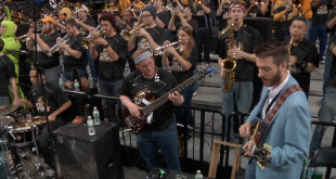 CBS Sports' Matt Norlander covering a Weezer classic prior to VCU's 20-point win over Davidson.