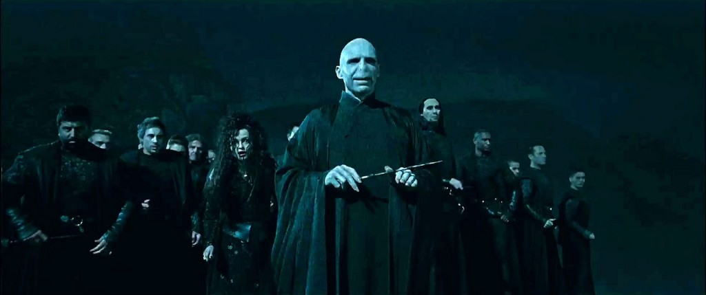 Bellatrix-and-Voldemort-with-Death-Eaters-bellatrix-and-lord-voldemort-28197181-1600-670